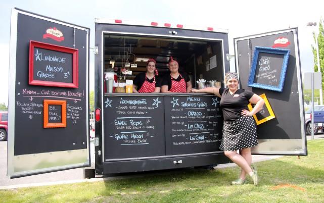 Trois camions de cuisine de rue, dont La... (photo Christophe Boisseau-Dion)