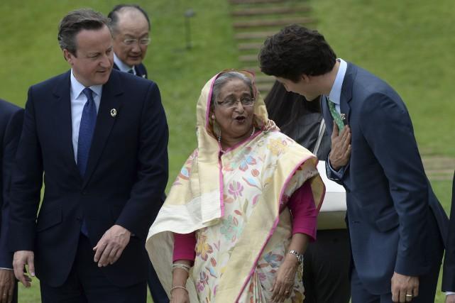 Le premier ministre Justin Trudeau discute avec la... (La Presse Canadienne, Sean Kilpatrick)