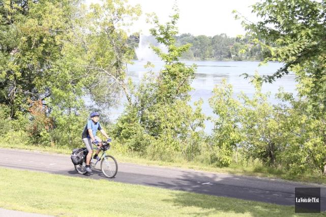 Le vélo demeure une activité de prédilection dans... (Archives, La Voix de l'Est)