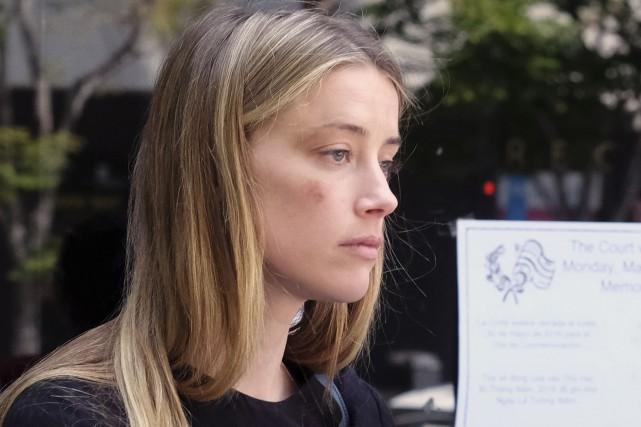 Amber Heard à la sortie du tribunal de... (AP, Richard Vogel)