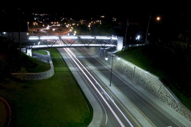 La nouvelle passerelle de l'avenue de la Station à Shawinigan a attiré l'oeil... (Sylvain Mayer)