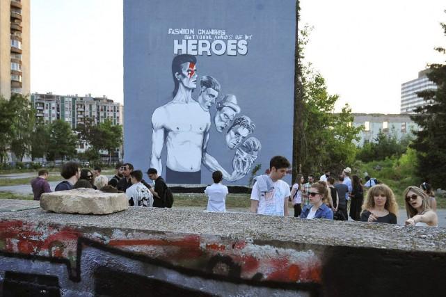 Sarajevo a rendu hommage samedi à la légende britannique du rock, David Bowie,... (Photo AFP)