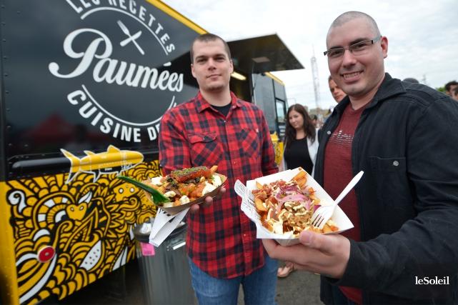 Plus d'un millier de personnes ont participé, samedi, au premier Québec Bacon... (Le Soleil, Yan Doublet)