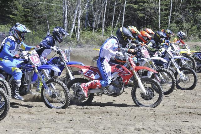 Environ 130 participants ont lancé la saison du... (Photo Le Progrès-dimanche, Rocket Lavoie)