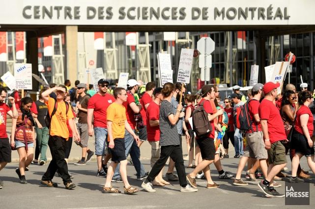 Le Centre des sciences, le cinémaIMAX, la plage de l'Horloge et le Port... (Photo Bernard Brault, La Presse)
