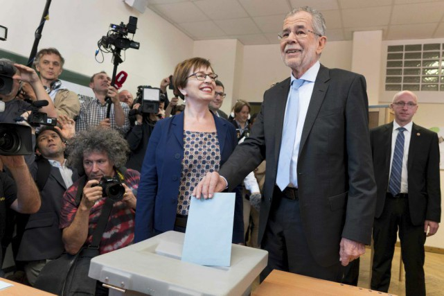 L'écologiste Alexander Van der Bellen, que l'on voit... (PHOTO JOE KLAMAR, ARCHIVES AGENCE FRANCE-PRESSE)