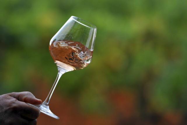 Les rosés se fabriquent à partir de cépages... (PHOTO GERARD JULIEN, ARCHIVES AFP)