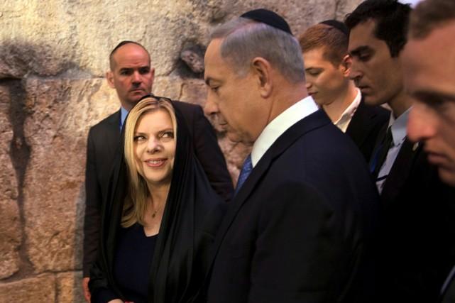 Sara Nétanyahou et son mari au Mur des... (PHOTO REUTERS)