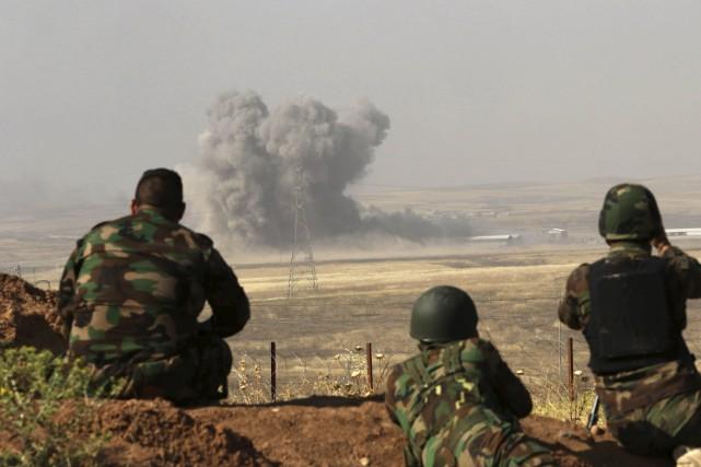 Les Peshmergas kurdes tenaient une position près du... (ARCHIVES AFP)