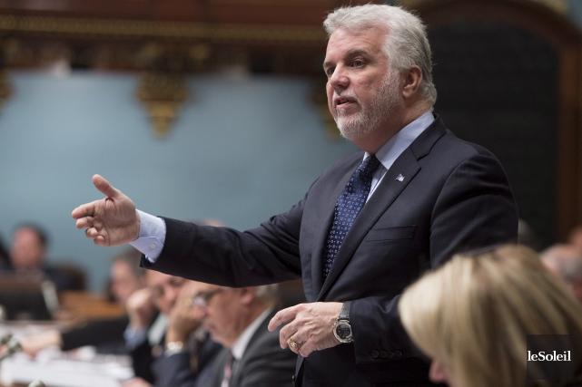 Le premier ministre Philippe Couillard justifie le caucus... (Photothèque Le Soleil)