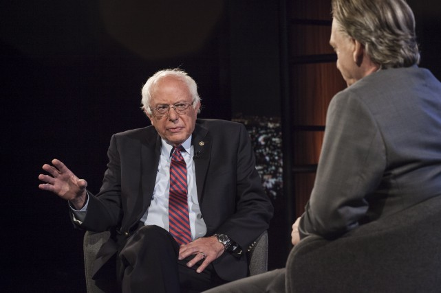 Bernie Sanders répond à une question de l'animateur...