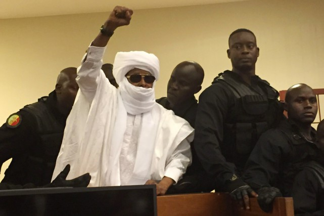 Après l'énoncé du verdict, Hissène Habré, en turban... (PHOTO Carley Petesch, AP)