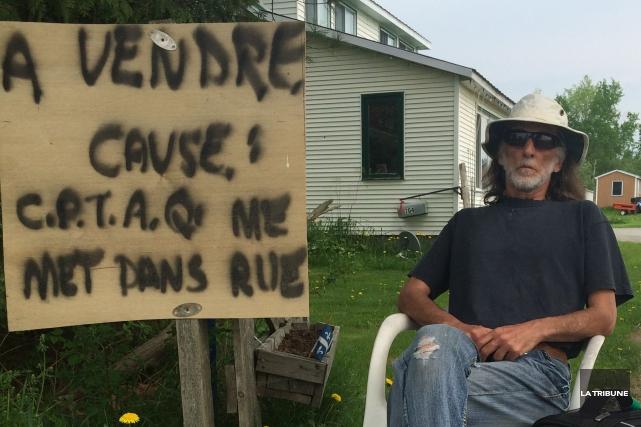 Invalide et divorcé depuis peu, Richard Jeansonsouhaite se... (La Tribune, Charles Beaudoin)