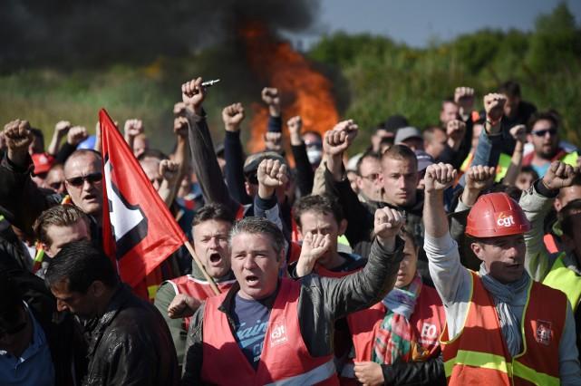 La fronde menace de gagner les transports, stratégiques... (PHOTO AFP)