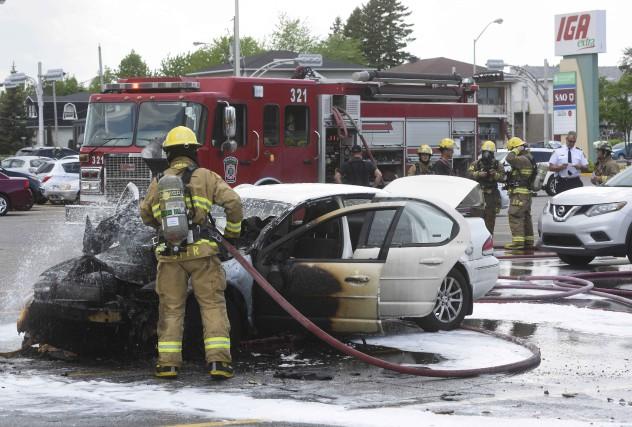 Un véhicule a pris feu lundi après-midi à... (François Gervais)