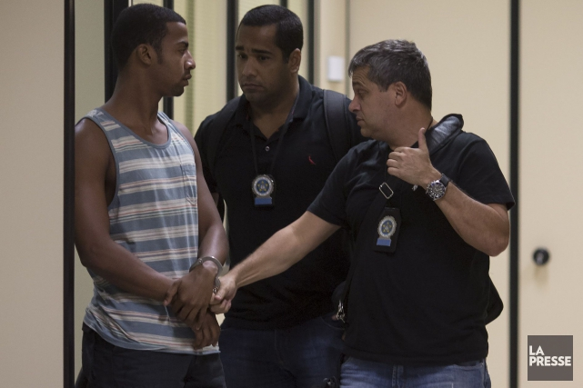 Rai de Souza, 22 ans (à gauche), qui... (AP, Felipe Dana)