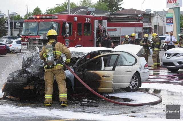 Un véhicule prend feu à Trois-Rivières (François Gervais, Le Nouvelliste)
