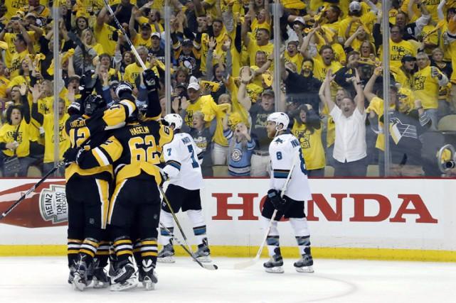 Nick Bonino a dénoué l'impasse en fin de troisième tiers et les Penguins ont... (PHOTO AP)