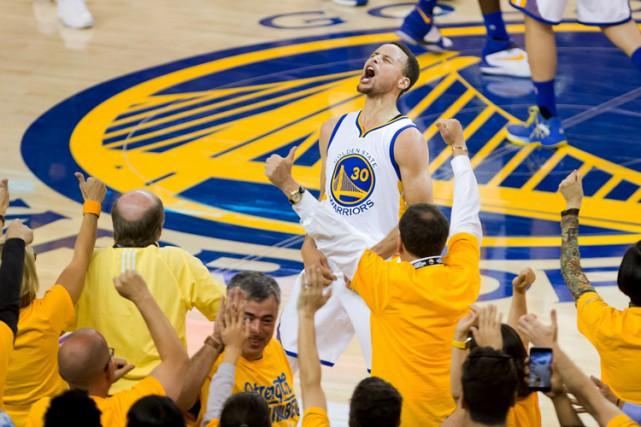 Stephen Curry a récolté 36 points.... (PHOTO REUTERS)