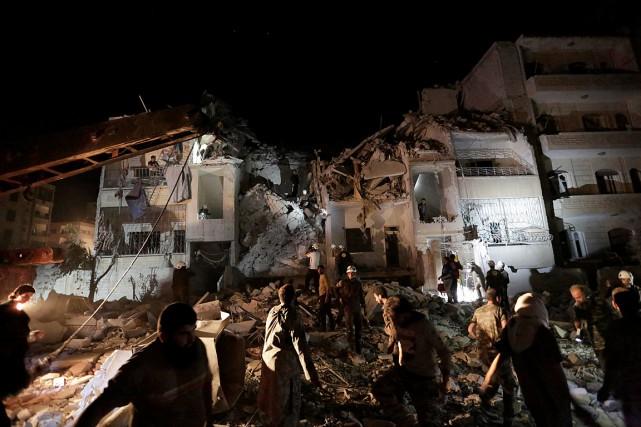 Une vingtaine de civils ont été tués et... (PHOTO REUTERS)