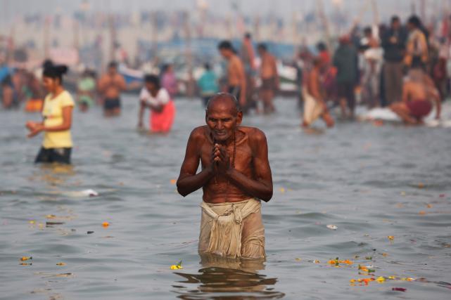 Le Gange est un fleuve sacré pour les... (Photo Rajesh Kumar Singh, AP)