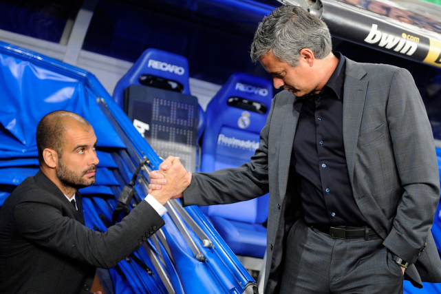 Pep Guardiola et José Mourinho en 2011... (Photo Felix Ordonez, archives Reuters)