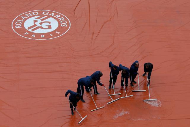 Les matchs ont encore été perturbés par la... (Photo Pascal Rossignol, Reuters)