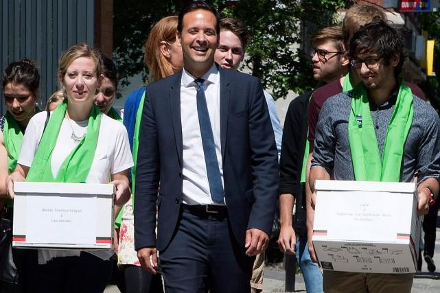 Alexandre Cloutier a déposé plus de 2000 signatures... (La Presse Canadienne, Paul Chiasson)