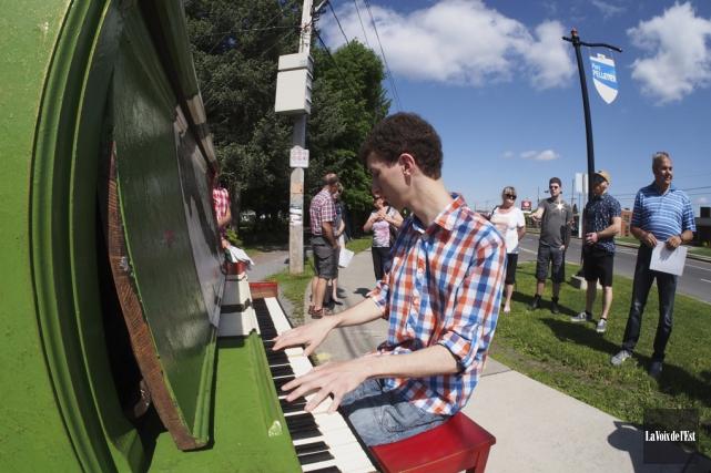 La saison des pianos publics est ouverte à... (Alain Dion, La Voix de l'Est)