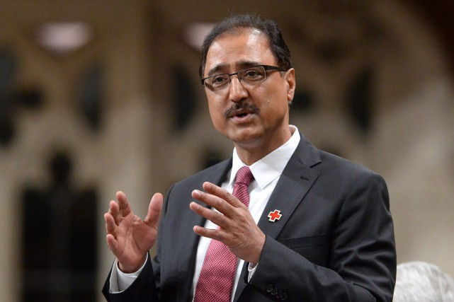 Le ministre de l'Infrastructure, Amarjeet Sohi... (Photo Adrian Wyld, La Presse Canadienne)