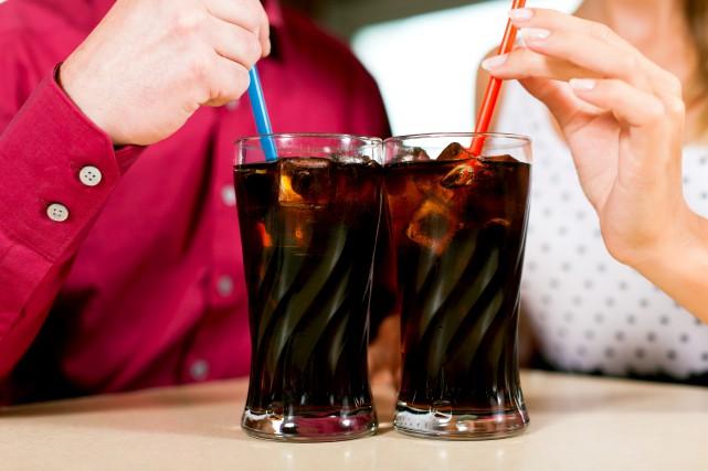 Les boissons gazeuses, les thés et cafés sucrés... (123RF/Kzenon)