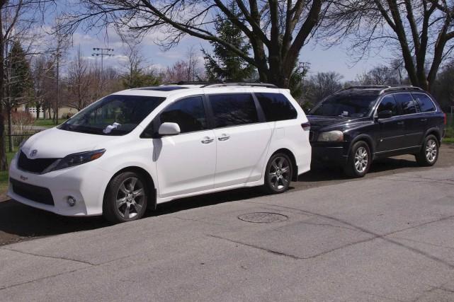 Des contraventions ont été placées sur des véhicules... (Collaboration spéciale Paul-Robert Raymond)