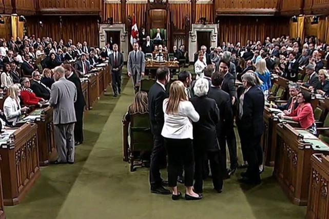 Justin Trudeau a agrippé le whip conservateur Gord... (Archives PC)