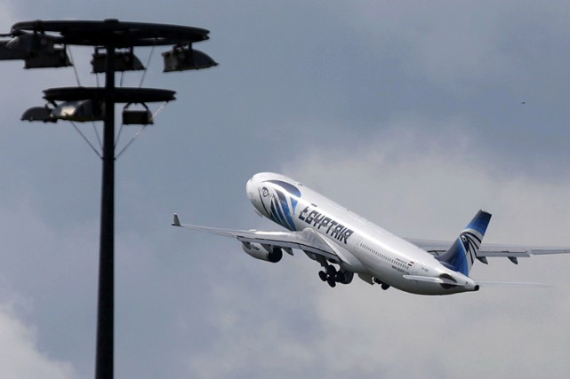 Un avion d'EgyptAir transportant 243 passagers à destination de la Thaïlande a... (ARCHIVES REUTERS)