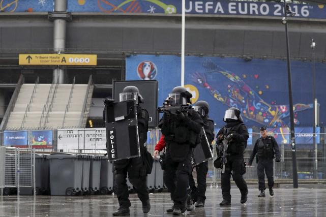 Le Raid, force d'élite de la police française,... (AFP, Kenzo Tribouillard)
