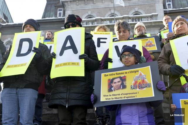 Un nouveau rassemblement en soutien à Raif Badawi... (Archives, La Tribune)