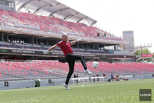 L'entraîneur des gardiens du Fury d'Ottawa, Bruce Grobbelaar,... (Etienne Ranger, LeDroit)