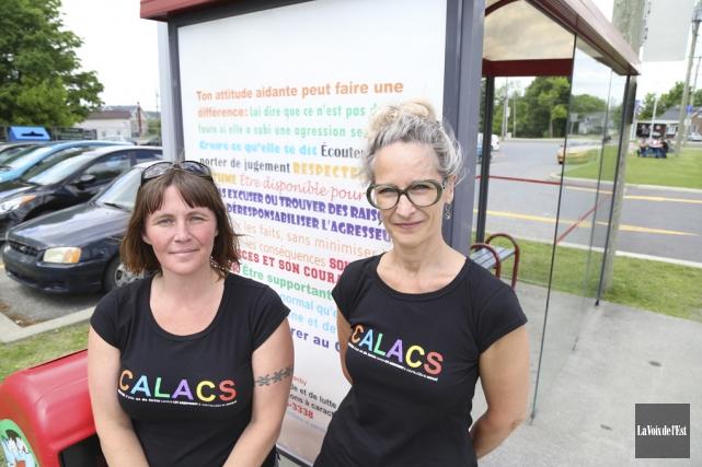 Sophie Labrie et Chantal Brassard du CALACS dévoilaient... (Janick Marois, La Voix de l'Est)