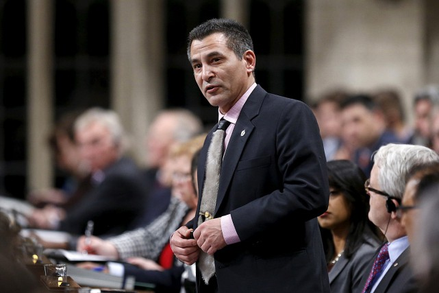 « Hunter Tootoo [NDLR: photo] a quitté le caucus... (Photo Chris Wattie, archives Reuters)