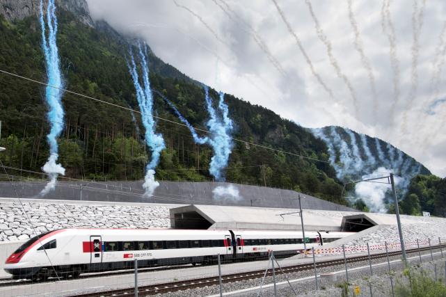 Le tunnel a pris 17 ans à construire... (AP, Laurent Gillieron)