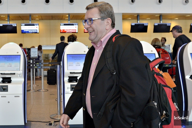RégisLabeaume s'est envolé mercredi après-midi pour Winnipeg, où... (Le Soleil, Pascal Ratthé)