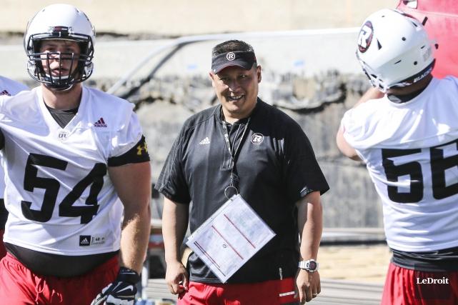 L'entraîneur de la ligne offensive du Rouge et... (Patrick Woodbury, LeDroit)