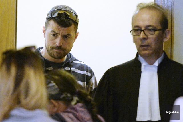 Jean-Philippe Blanchette, accompagné de son avocat, Me Luc... (Photo Le Quotidien, Jeannot Lévesque)