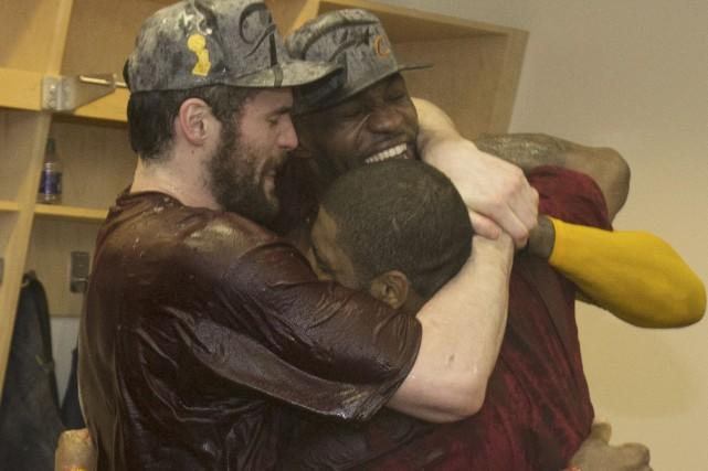 Kevin Love, LeBron James et Kyrie Irving ont... (AFP, Nathaniel S. Butlerto)