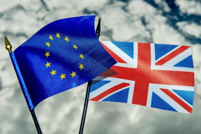 Le 23 juin, les Britanniques se prononceront par... (PHOTO PHILIPPE HUGUEN, AFP)