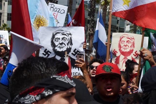 Des militants anti-Trump manifestent à San Diego, alors... (PHOTO  Mark Ralston, AFP)