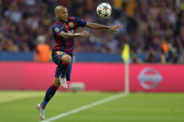 Dani Alves... (Photo Patrik Stollarz, AFP)