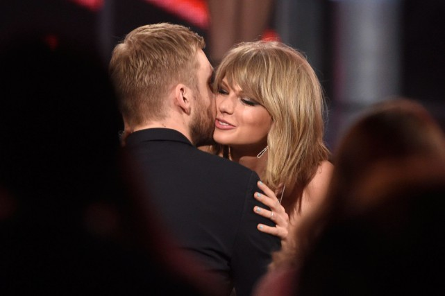 Taylor Swift et son amoureux Calvin Harris. C'était... (PHOTO CHRIS PIZZELLO, ASSOCIATED PRESS)