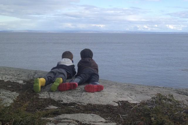 Félix et William observent les baleines à partir... (Fournie par Lyson Blain)