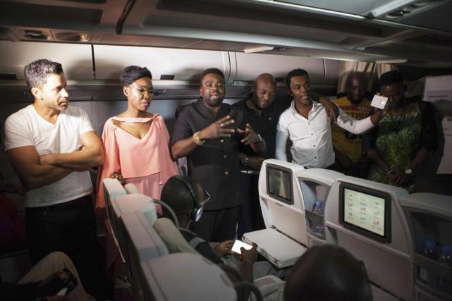 Le réalisateur Kunle Afolayan (au centre)et les acteurs... (PHOTO FLORIAN PLAUCHEUR, AFP)